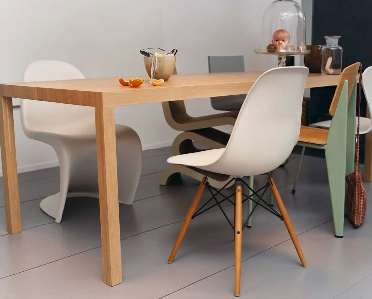 Vitra Eames Plastic Chair Side Chair wit